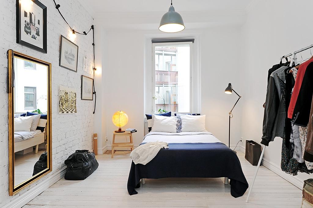 Biała ceglana ściana - płytki ceglane w sypialni