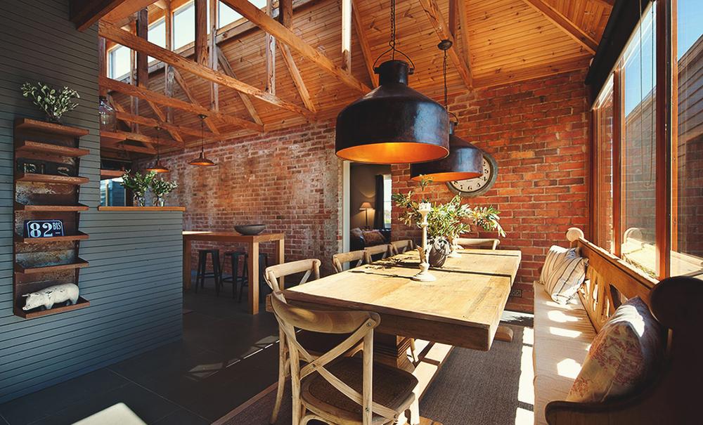 Rustykalna ściana z cegieł w kuchni  stylowe cegły -> Kuchnia Z Cegiel