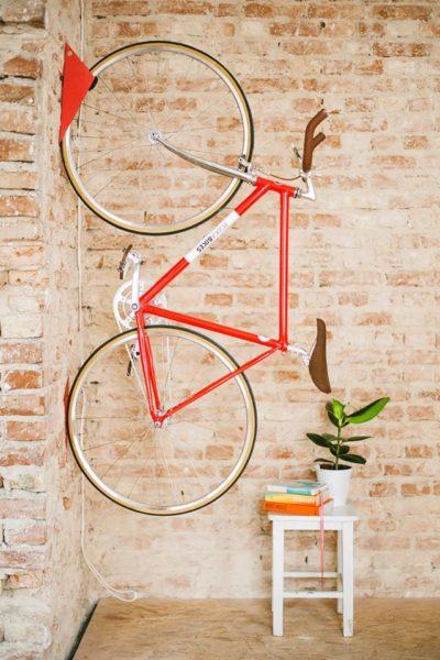 Ceglana ściana i rower