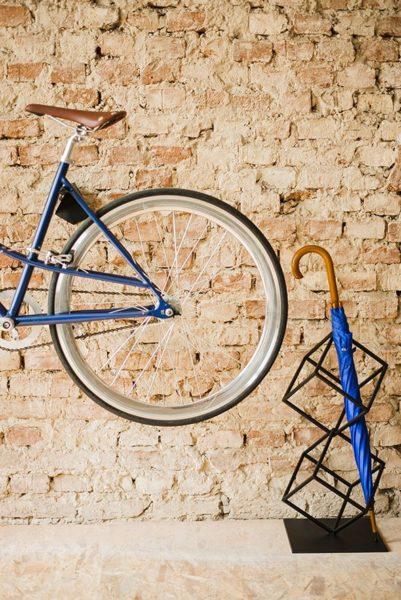 Powieś rower na ścianie - ceglanej