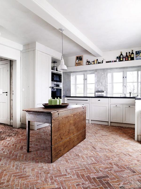 przepiękna ceglana podłoga w kuchni