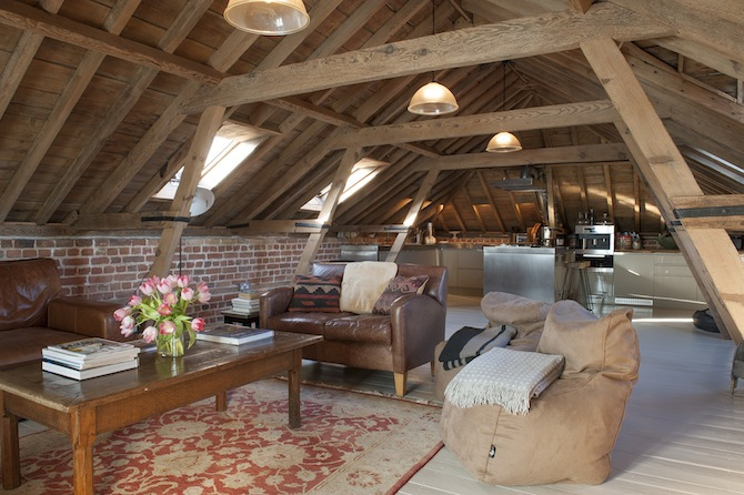 attic remodel images - Ceglana ściana na strychu ciekawa aranżacja poddasza