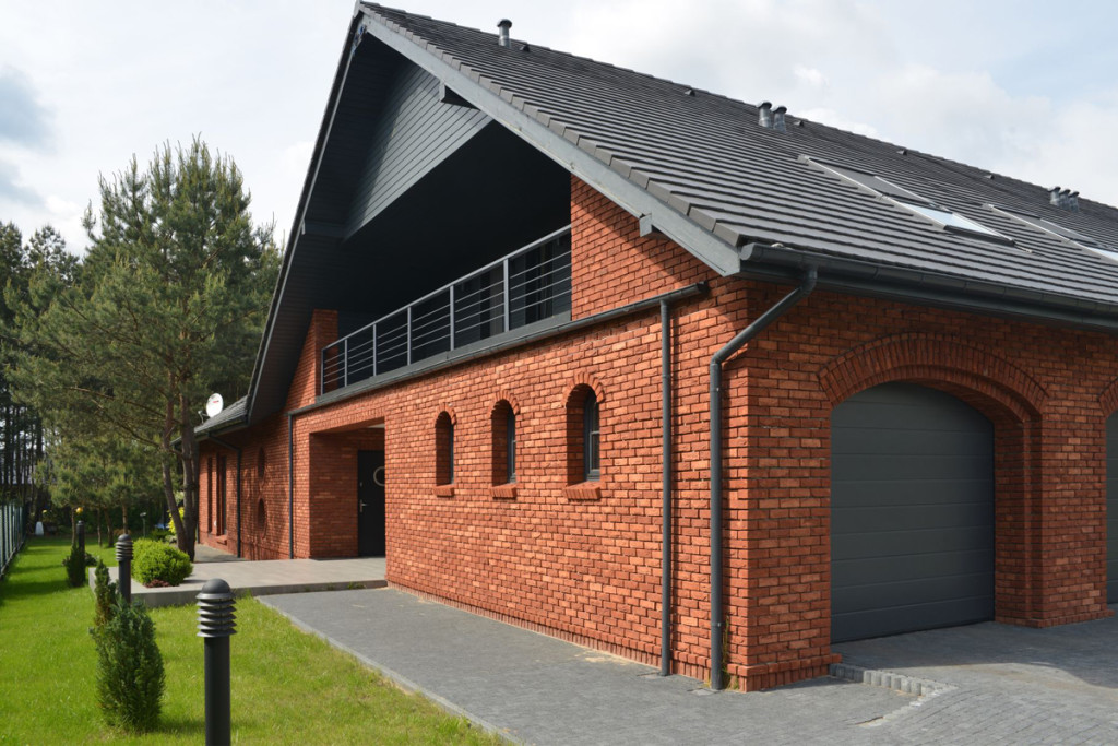 Nowoczesny dom z cegły - wnętrza stylizowane na loft