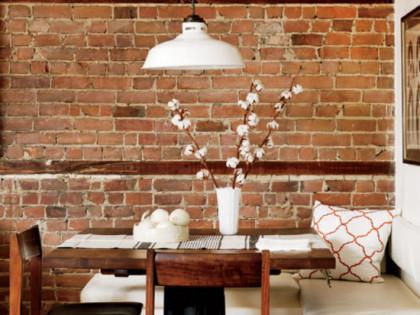 Rustykalna cegła, drewno, metal i gary – czyli cegła w kuchni!