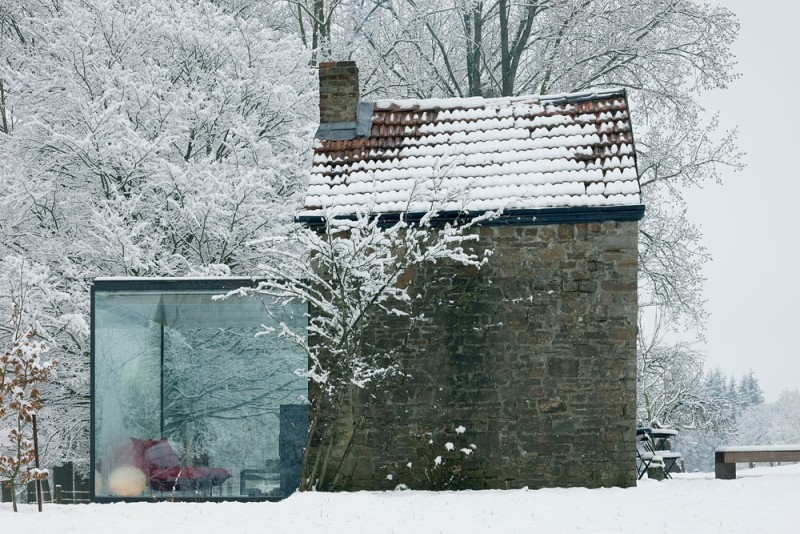 Cegły, kamień, metal i szkło