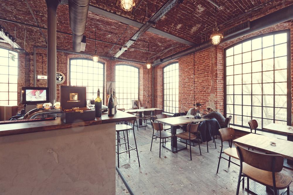 ceglane ściany restauracji bawełna
