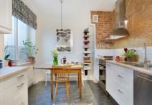 Odsłonięta ceglana ściana w kuchni