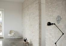 Prawie biała, stara, ceglana ściana – prosto i stylowo część 2