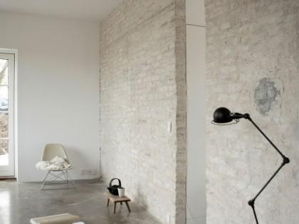 Biała cegła w ścianie – prosto i stylowo część 2