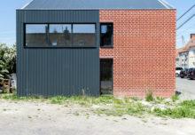 Ceglana elewacja budynku House B / YODA