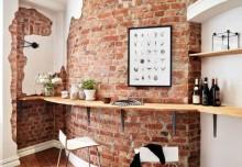 Odsłonięta cegła na ścianie
