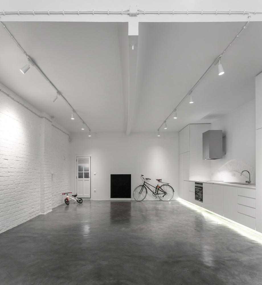 biała cegła na ścianie