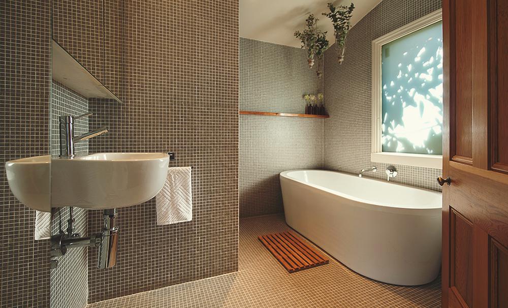 nowoczesna łazienka z mozaiką z płytek