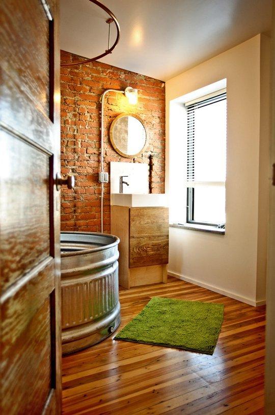 Goła Ceglana ściana W łazience W Mieszkaniu