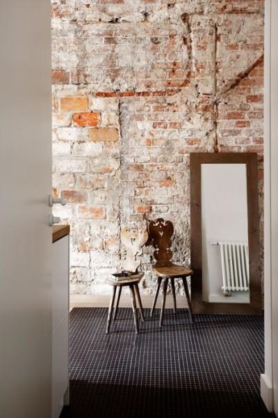 Stara cegła na ścianie w mieszkaniu