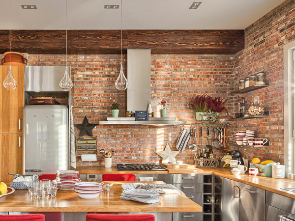 Cegły na ścianie w aneksie kuchennym