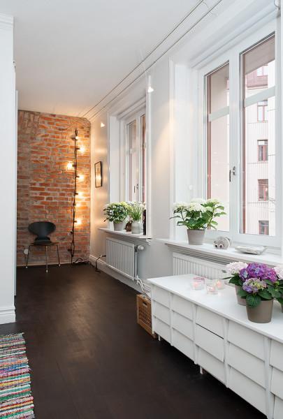 Loft w prestiżowej dzielnicy - odsłonięta ściana z cegły 1