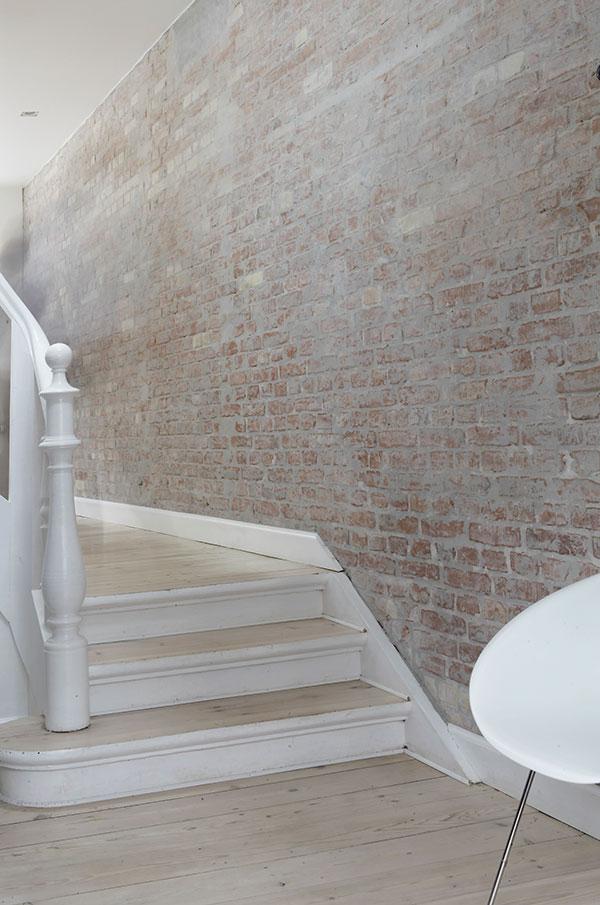 Mieszkanie dla romantyka, jak we mgle…cegły w mieszkaniu