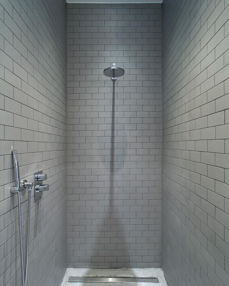 płytki ceglane w łazience