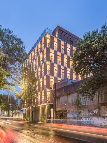 Nowoczesny apartamentowiec z cegieł na Zapata 167