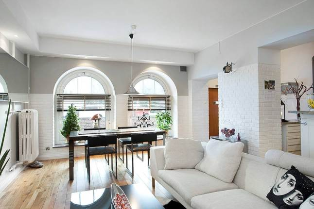 Biała i czerwona cegła w mieszkaniu