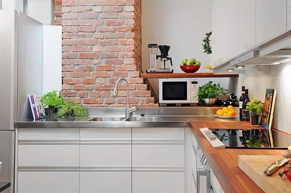 Czerwone cegły w kuchni