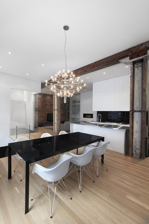 Stare z nowym – idealne połączenie ceglanych ścian ze współczesnym designem.