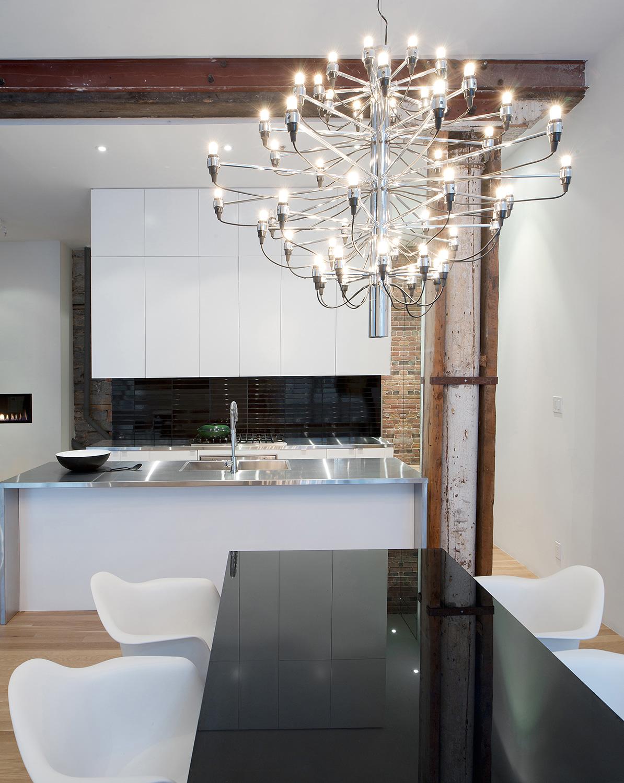 Stare z nowym - idealne połączenie ceglanych ścian ze współczesnym designem. 2