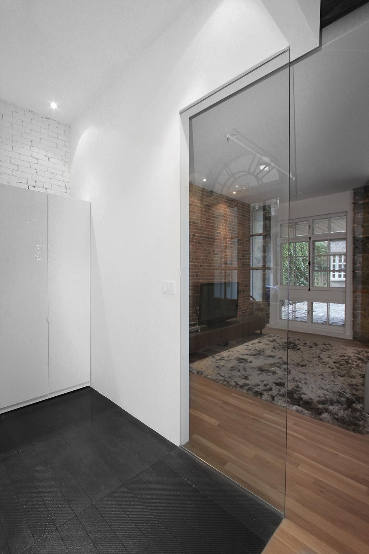 Stare z nowym - idealne połączenie ceglanych ścian ze współczesnym designem. 6
