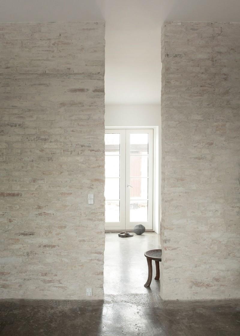 Ceglana ściana jest piękna sama w sobie